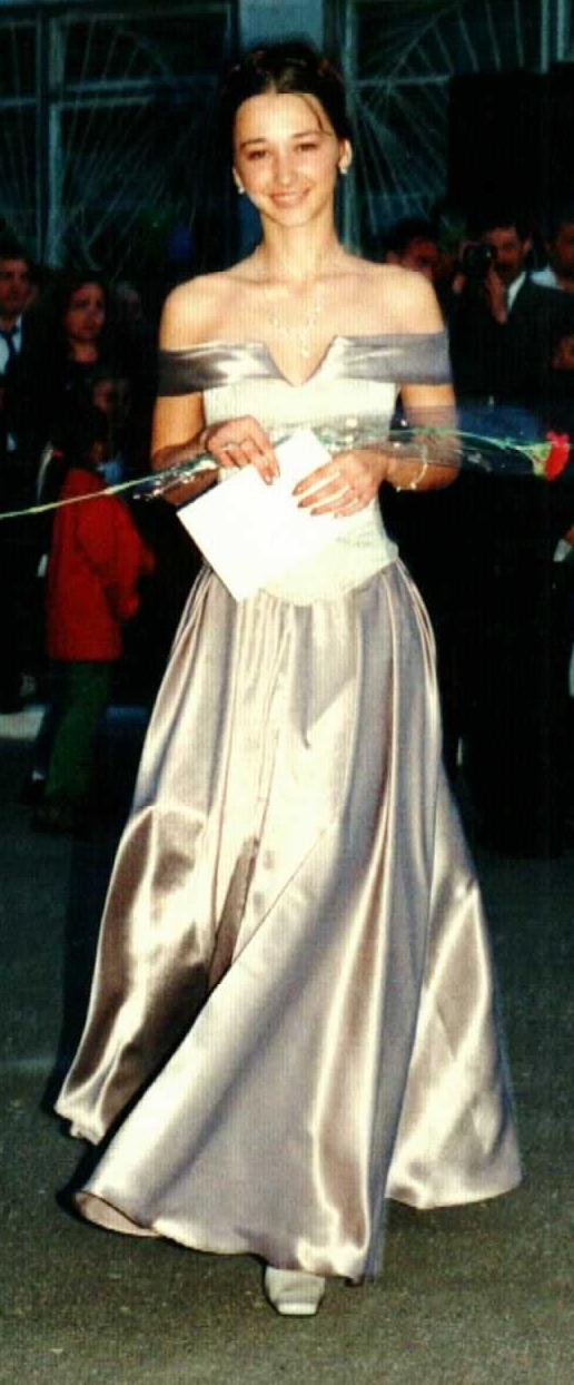дочка на выпускном балу