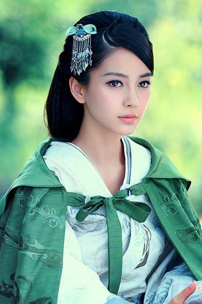 китайская красавица в традиционном наряде