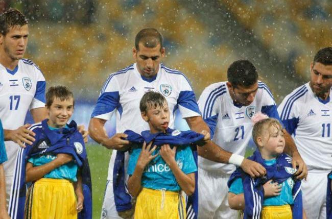 израильские футболисты...