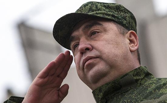 В Луганске торжественно вручили боевое знамя отдельной бригаде народной милиции ЛНР