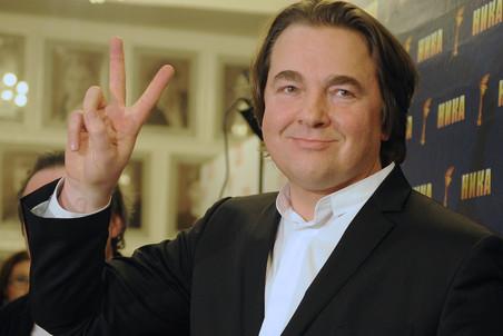 """ITAR-TASS: MOSCOW, RUSSIA. APRIL 8, 2011. Producer Konstantin Ernst has received the best feature film trophy for the Krai (Edge) movie by Alexei Uchitel at the 24th annual National Film Award ceremony. (Photo ITAR-TASS/ Alexandra Mudrats) Ðîññèÿ. Ìîñêâà. 8 àïðåëÿ. Ãåíåðàëüíûé äèðåêòîð Ïåðâîãî êàíàëà Êîíñòàíòèí Ýðíñò, ïîëó÷èâøèé ïðåìèþ â íîìèíàöèè """"Ëó÷øèé èãðîâîé ôèëüì"""" êàê ïðîäþñåð ôèëüìà """"Êðàé"""", íà öåðåìîíèè âðó÷åíèÿ 24-é íàöèîíàëüíîé êèíåìàòîãðàôè÷åñêîé ïðåìèè """"Íèêà"""" â òåàòðå """"Ìîñêîâñêàÿ îïåðåòòà"""". Ôîòî ÈÒÀÐ-ÒÀÑÑ/ Àëåêñàíäðà Ìóäðàö"""