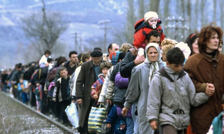 беженці.