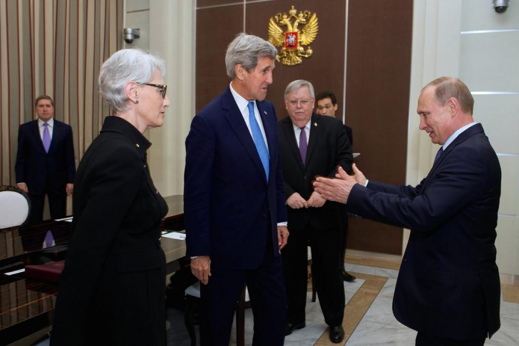 Владимир Путин (справа).1