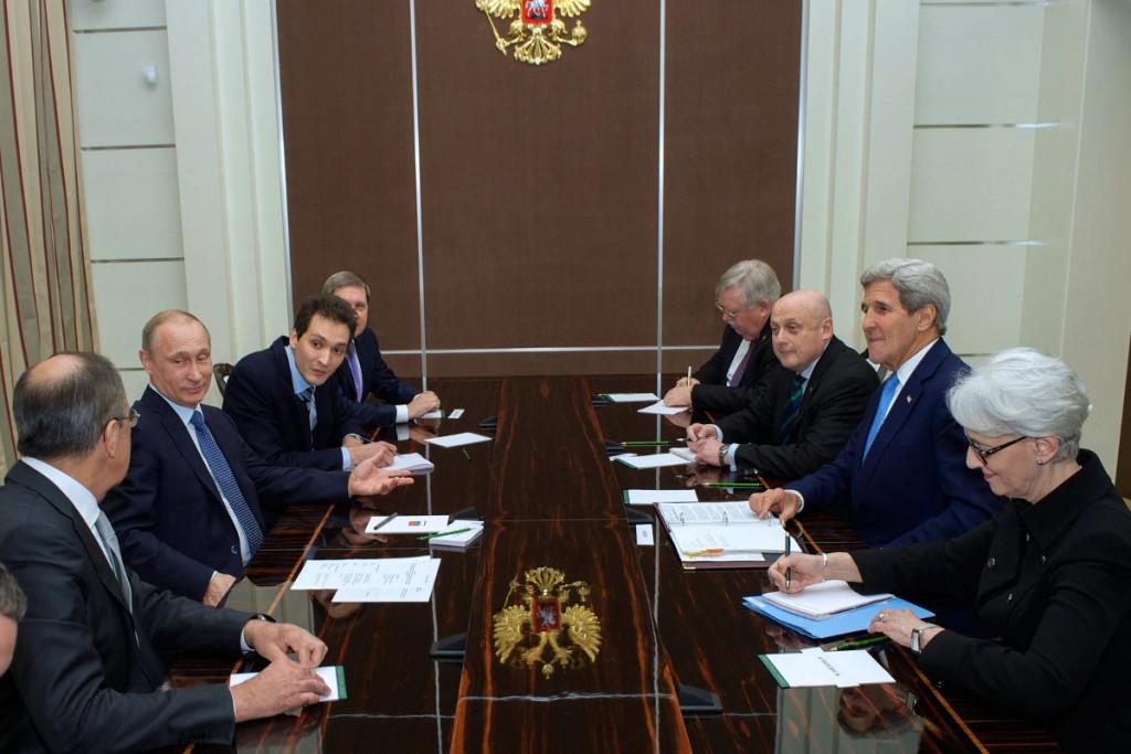 Владимир Путин (справа).2.