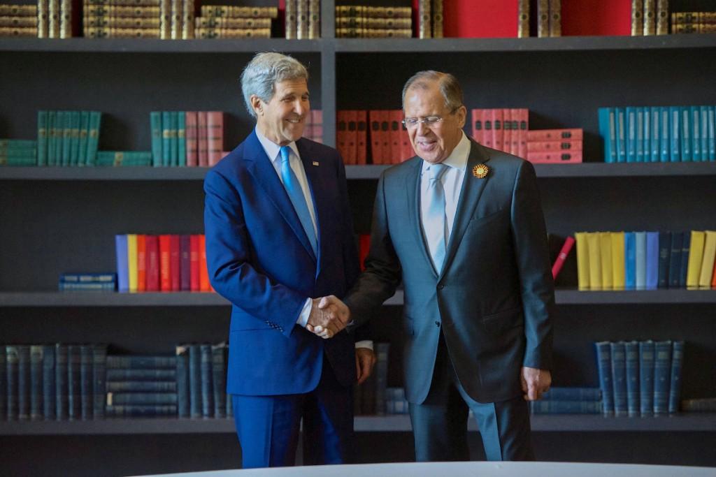 Джон Керри, слева, и Сергей Лавров